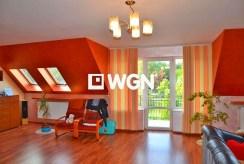 zdjęcie prezentuje jedno z komfortowych pomieszczeń w ekskluzywnej willi w okolicach Katowic na sprzedaż