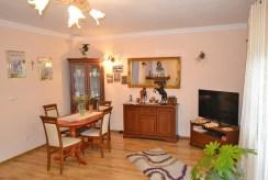 jedno z komfortowo urządzonych pomieszczeń w luksusowej willi do sprzedaży w okolicach Wrocławia