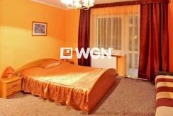 elegancka, zaciszna sypialnia w ekskluzywnej willi w okolicach Bielska-Białej na wynajem