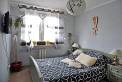 zdjęcie prezentuje elegancka, zaciszną sypialnię w luksusowym apartamencie w Malborku na sprzedaż