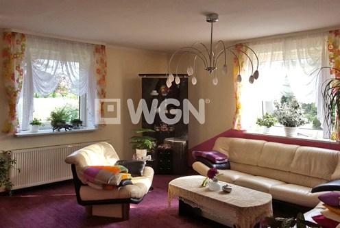 komfortowy salon w ekskluzywnej willi do sprzedaży w okolicach Bielska-Białej