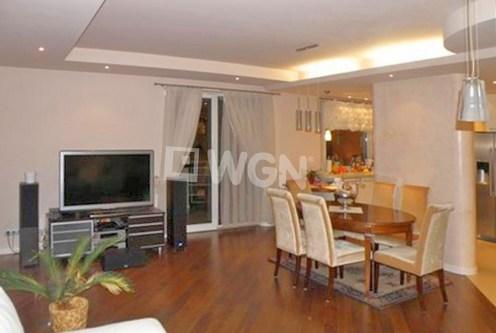 stylowo wykończony salon w ekskluzywnym apartamencie do sprzedaży w Częstochowie