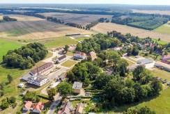 widok z lotu ptaka na luksusowy pałac w okolicach Koszalina na sprzedaż