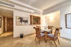 fragment luksusowego wnętrza ekskluzywnego apartamentu do sprzedaży w Hiszpanii (Costa del Sol, Malaga)
