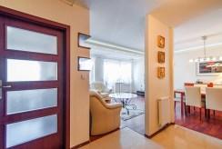 widok z przedpokoju na rozkład pomieszczeń w luksusowym apartamencie do sprzedaży Piła