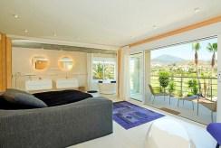 widok na salon i taras przy luksusowej willi Costa del Sol, Malaga (Hiszpania) na sprzedaż