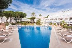 widok od strony basenu na ekskluzywną willę Hiszpania (Costa del Sol, Malaga) na sprzedaż