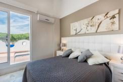 elegancka sypialnia w luksusowej willi do sprzedaży Hiszpania (Costa del Sol, Malaga)