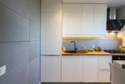 fragment nowoczesnego aneksu kuchennego w luksusowym apartamencie Poznań na sprzedaż