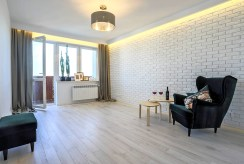 widok na nieumeblowany salon w luksusowym apartamencie do sprzedaży Poznań