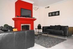 komfortowy salon z kominem w luksusowej willi do sprzedaży Hiszpania (Costa del Sol, Malaga)