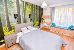 zaciszna, prywatna sypialnia w luksusowym apartamencie do sprzedaży nad morzem