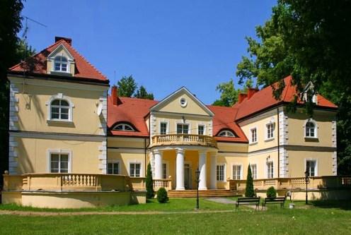 front ekskluzywnego pałacu z reprezentacyjnym wejściem na sprzedaż Śląsk