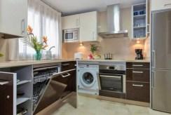zabudowana kuchnia w luksusowym apartamencie do sprzedaży Hiszpania (Estepona, Costa del Sol)
