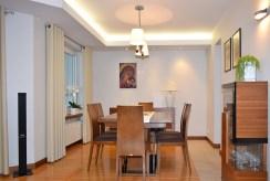 na zdjęciu jadalnia w luksusowej willi na sprzedaż Ostrów Wielkopolski
