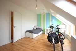 jeden z komfortowych pokoi w luksusowym apartamencie do wynajęcia Szczecin (okolice)