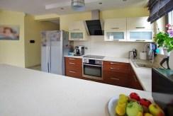 umeblowana i urządzona w nowoczesnym designie kuchnia w luksusowej willi do sprzedaży Legnica (okolice)