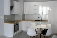 zabudowana, funkcjonalna kuchnia w luksusowym apartamencie do wynajmu Szczecin