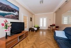 widok na salon w luksusowym apartamencie do sprzedaży Warszawa