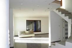 przestronne wnętrze z salonem w ekskluzywnej willi na sprzedaż Szczecin okolice