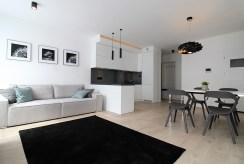 widok z salonu na aneks kuchenny w luksusowym apartamencie do wynajmu Kraków