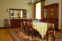 elegancka jadalnia w dworze do sprzedaży Piotrków Trybunalski (okolice)