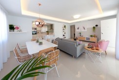 widok na jadalnię oraz salon w luksusowej rezydencji na sprzedaż Hiszpania (Ciudad Quesad)
