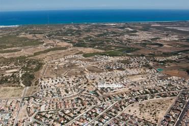 widok z lotu ptaka na osiedle, na którym znajduje się oferowana na sprzedaż luksusowa rezydencja Hiszpania (Ciudad Quesad)