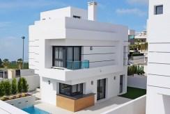 widok od strony basenu na luksusową wille na sprzedaż Hiszpania (Ciudad Quesad)
