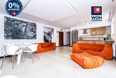 przestronny salon w ekskluzywnym apartamencie na sprzedaż Gdynia