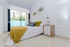 kameralna, elegancka sypialnia w luksusowym apartamencie do sprzedaży Hiszpania (Torreviej)