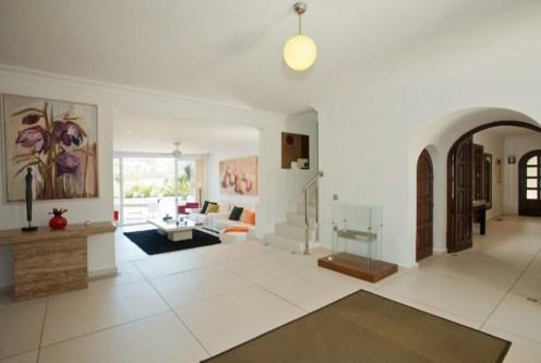 przestronny salon w ekskluzywnej willi do sprzedaży Hiszpania (Costa del Sol, Malaga)