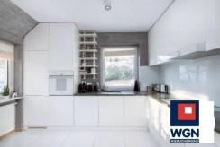kuchnia w zabudowie w ekskluzywnym apartamencie na sprzedaży Gdynia