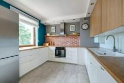 zabudowana funkcjonalnie kuchnia w luksusowym apartamencie na sprzedaż Gdynia