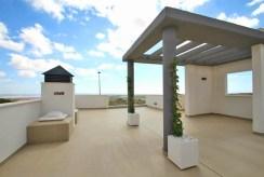przestronny taras przy luksusowej willi na sprzedaż Hiszpania (Mar Meno)