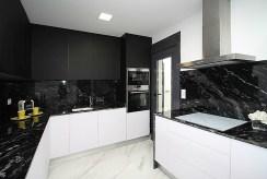 nowocześnie zabudowana kuchnia w willi do sprzedaży Hiszpania (Mar Meno)