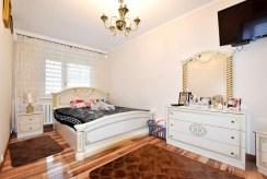 zaciszna sypialnia w luksusowym apartamencie na sprzedaż Inowrocław