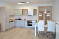 widok na aneks kuchenny w luksusowym apartamencie do wynajmu Bolesławiec
