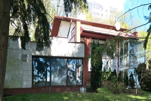 widok od strony ogrodu na ekskluzywną willę do sprzedaży Sopot