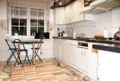 kuchnia w funkcjonalnej zabudowie w ekskluzywnej willi do sprzedaży Konin