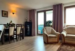 stylowo zaaranżowany pokój dzienny w ekskluzywnym apartamencie na sprzedaż Konin