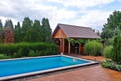 widok na basen przy luksusowej willi na sprzedaż Legnica (okolice)