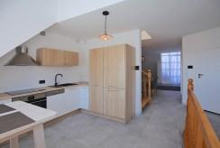 zabudowana funkcjonalnie kuchnia w luksusowym apartamencie do wynajmu Szczecin