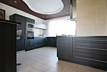 funkcjonalnie zabudowana kuchnia w luksusowej willi na sprzedaż Sieradz (okolice)