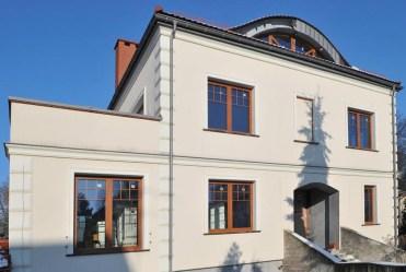 imponująca rozmachem frontowa elewacja luksusowej willi do sprzedaży Szczecin