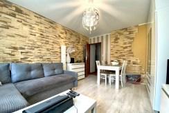 widok z drugiej strony na pokój dzienny w luksusowym apartamencie na sprzedaż Inowrocław