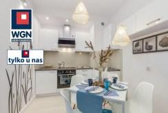 elegancka kuchnia oraz pokój dzienny w ekskluzywnym apartamencie do sprzedaży Gdańsk