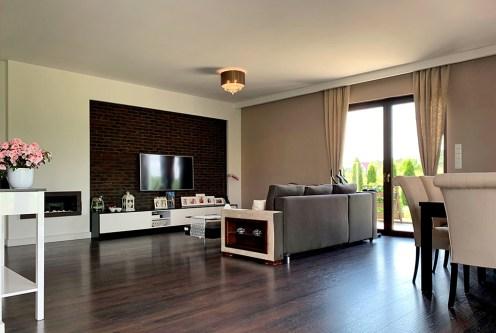 zaprojektowany zgodnie z najnowszymi trendami pokój dzienny w luksusowej willi na sprzedaż Konin (okolice)