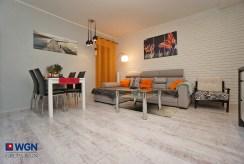druga strona pokoju gościnnego w ekskluzywnym apartamencie na sprzedaż Konin