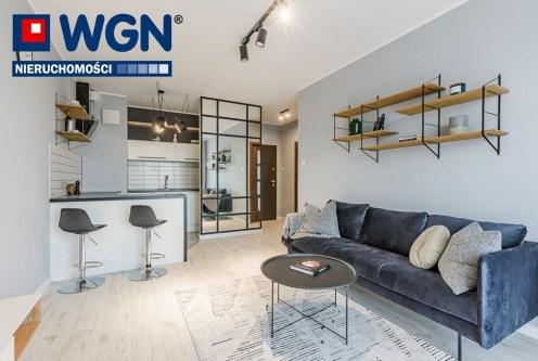 widok na salon oraz aneks kuchenny w ekskluzywnym apartamencie do sprzedaży Gdańsk
